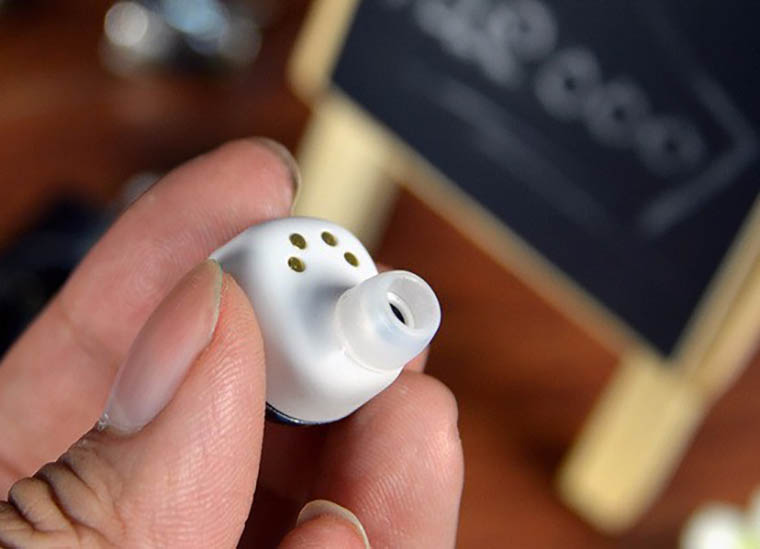 top_6_airpods_alternatives_from_aliexpress_16
