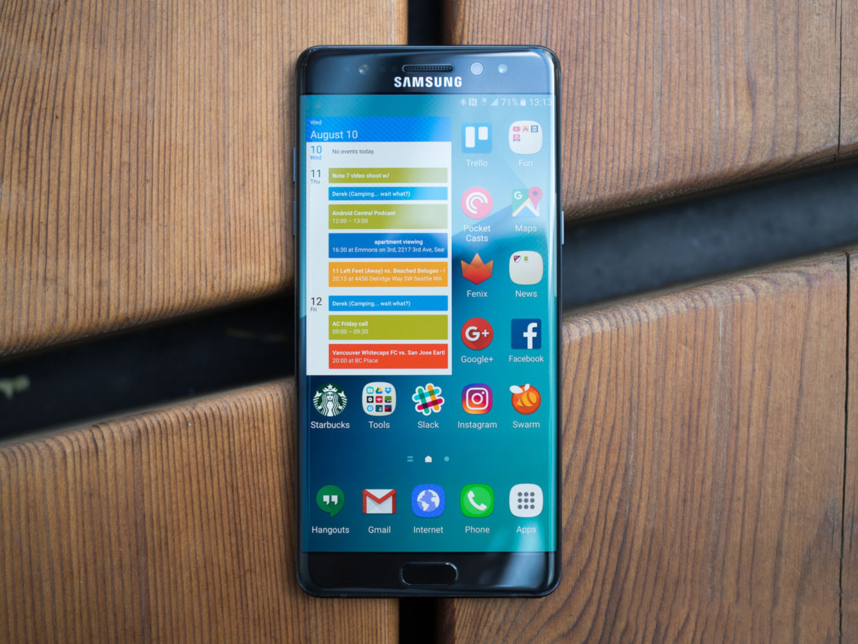 galaxy-note-7-front-on-wood