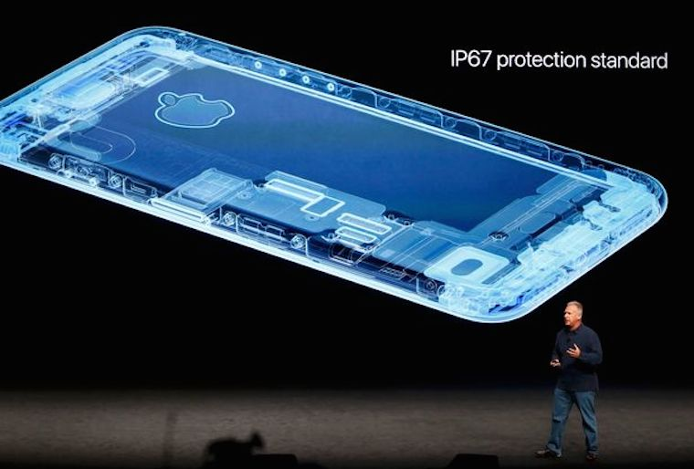 Phil-Schiller-discusses-the-iPhone7-during-a-media-event-in-San-Francisco