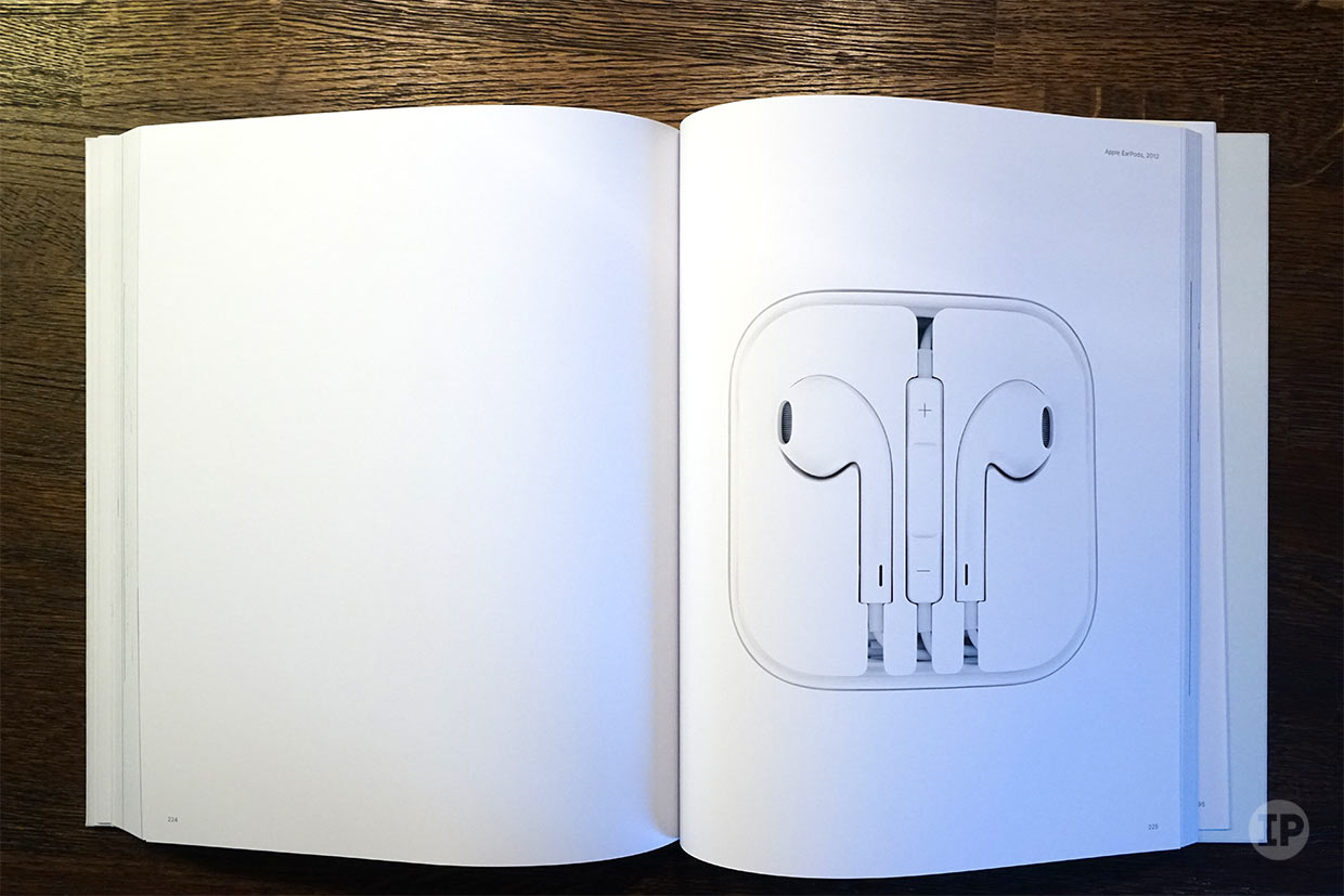 earpods-2012-Designed-by-Apple-in-California