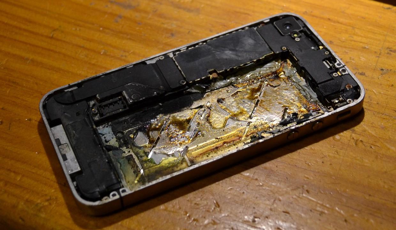На сайте Apple появилась информация об опасности несертифицированных зарядок