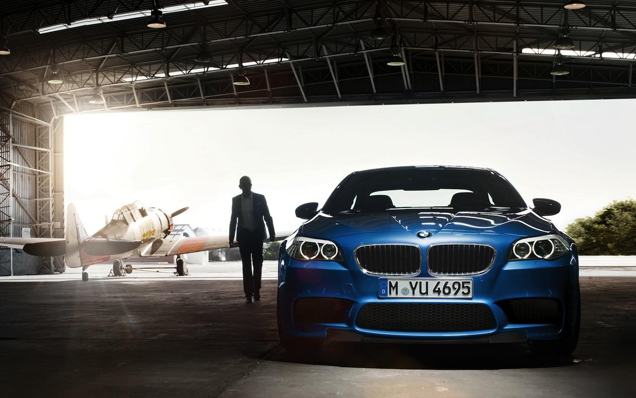 Проверили, как в Шереметьево работает бесплатная парковка для BMW, Audi и Mercedes