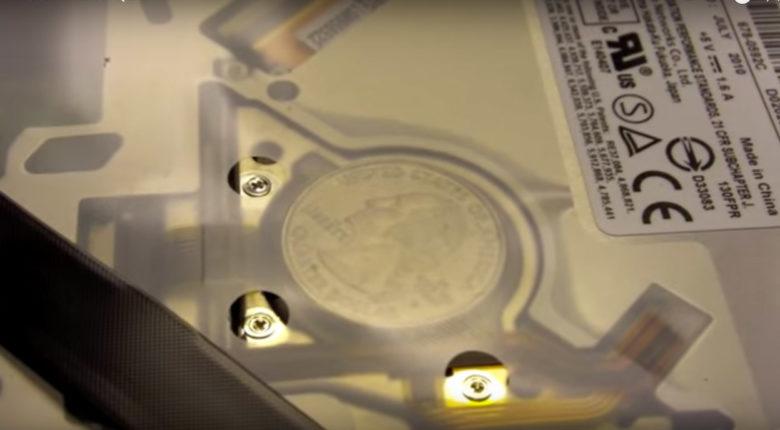 Вот откуда внутри MacBook появляются монеты