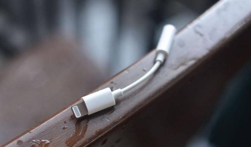 Barclays: переходник с Lightning на 3,5-мм разъем останется в комплекте iPhone 2017