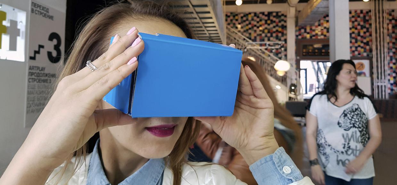 Прямо в центре Москвы, средь бела дня, раздали VR-очки на халяву