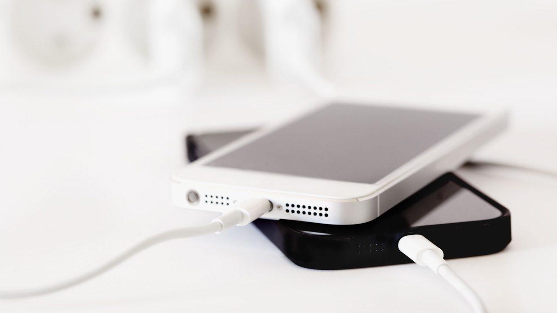 Можно ли оставлять iPhone на зарядке на ночь