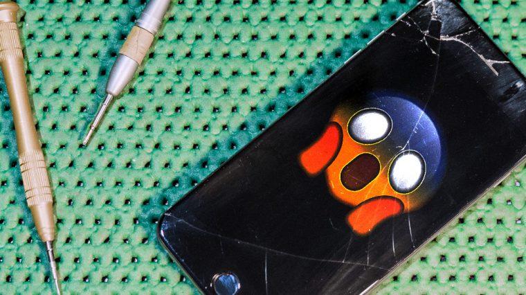 Зачем люди ходят с битыми iPhone и чем это грозит