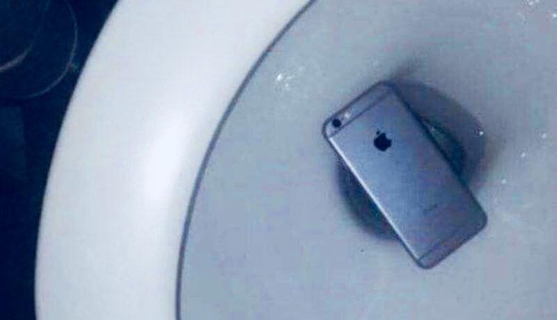 В лифчиках и унитазах. Как воруют детали с заводов Apple