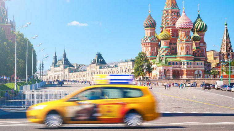 Узнали реакцию московских таксистов на запрет работать без «русских» прав