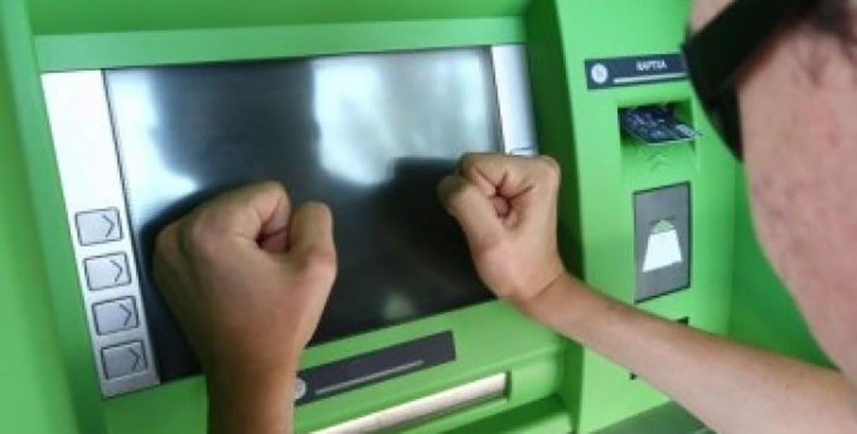 Что делать, если банкомат взял деньги и завис