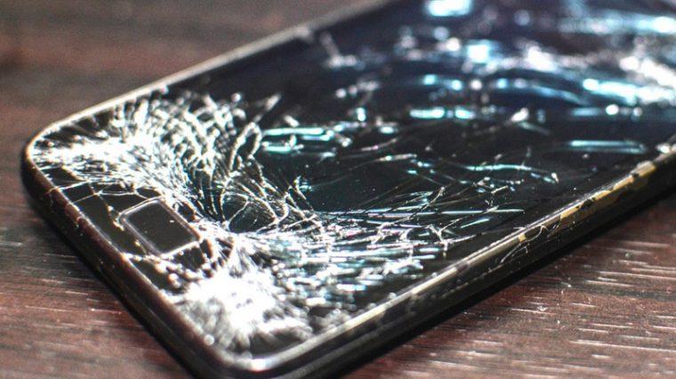Motorola сделала экран, который сам себя чинит