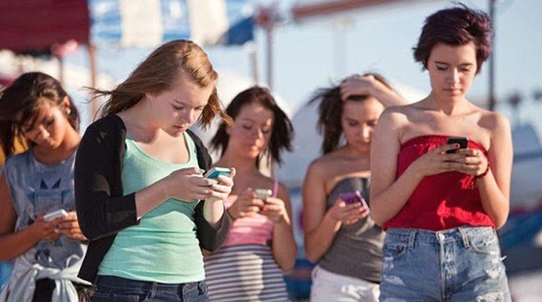 Смартфоны негативно влияют на поведение подростков