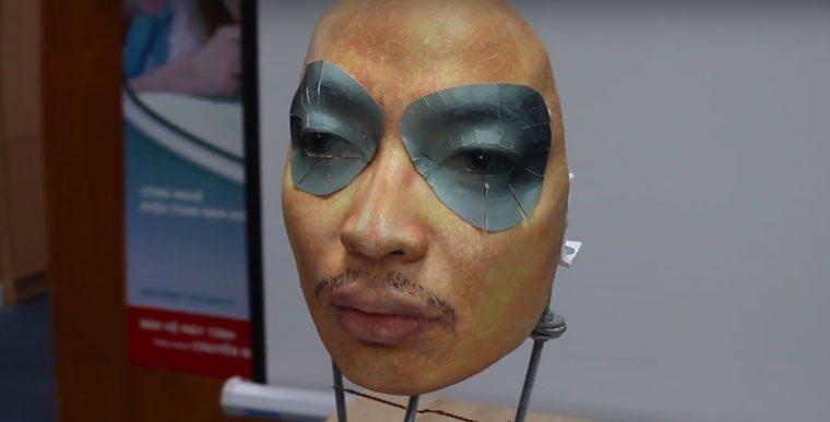 Вьетнамцы снова взломали Face ID с помощью маски