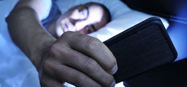 Вы тоже берёте смартфон первым делом, когда проснётесь?