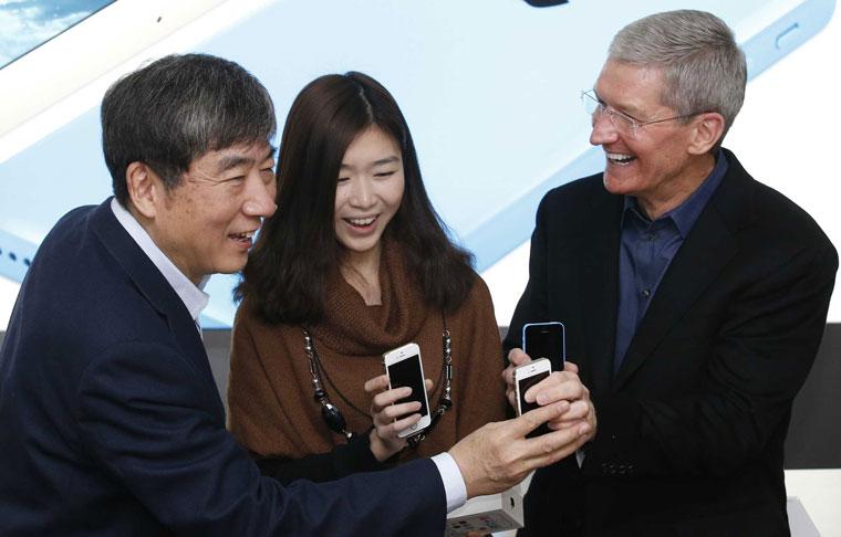 Сенатор США: Apple слишком влюблена в Китай