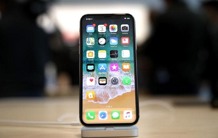 Apple объяснила, почему так долго молчала о замедлении iPhone