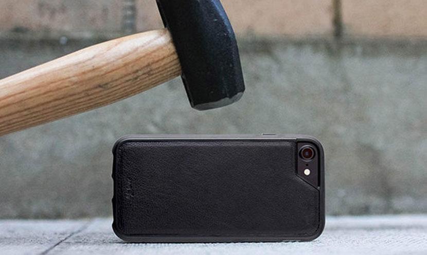 Чехол Mous Limitless для iPhone выдерживает любое падение