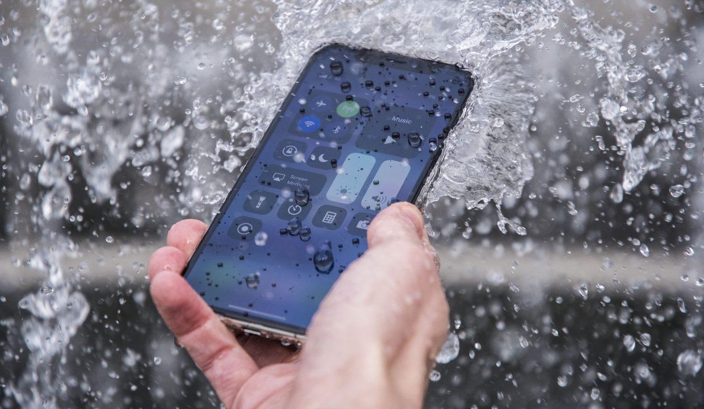 Утопленный iPhone X можно поменять по гарантии. Доказано