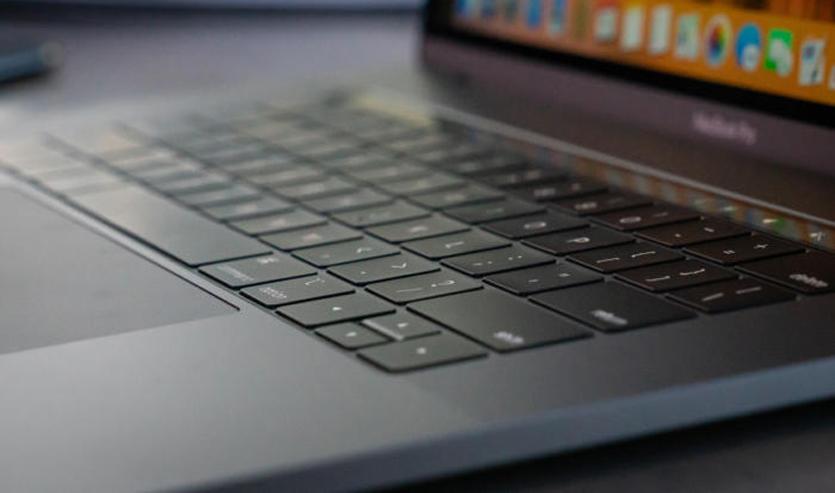 У владельцев MacBook Pro 2018 начали хрустеть динамики