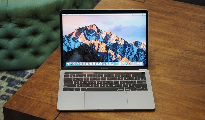 Динамики MacBook Pro 2018 больше не хрипят. У них просто пропал бас