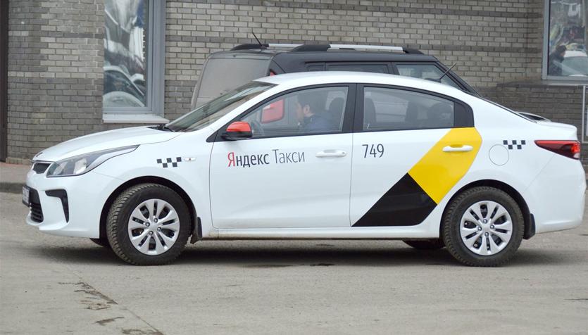 В приложении Яндекс.Такси теперь можно оставлять чаевые и хвалить водителей