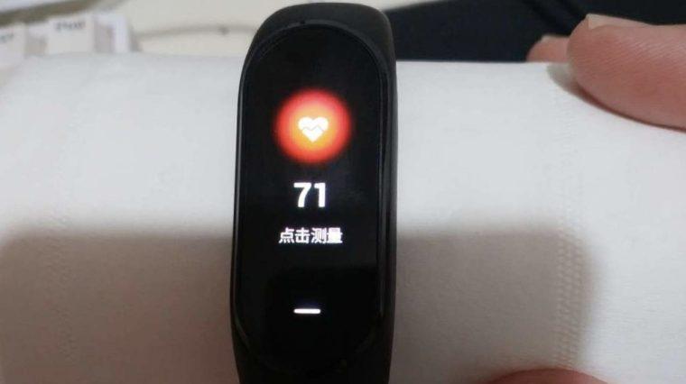 Xiaomi Mi Band 3 измеряет пульс даже у камня. Apple Watch тоже