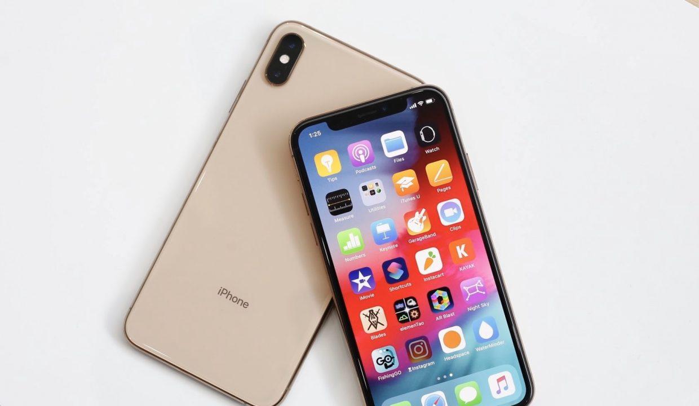 Владельцы iPhone Xs Max жалуются на верхний динамик. Он глючит