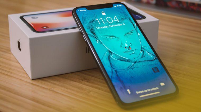 Apple запустила бесплатную замену дисплеев iPhone X