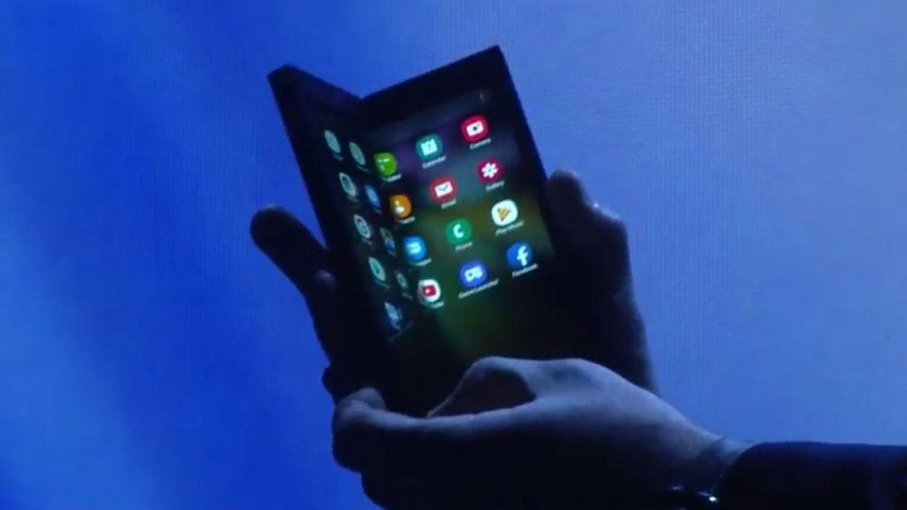 Складной смартфон от Samsung может стоить почти 200 тыс. руб.