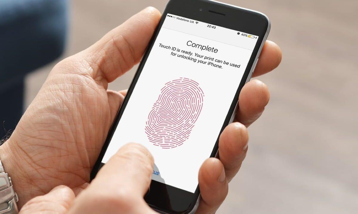 В iPhone можно добавить больше отпечатков пальцев, чем вы думаете