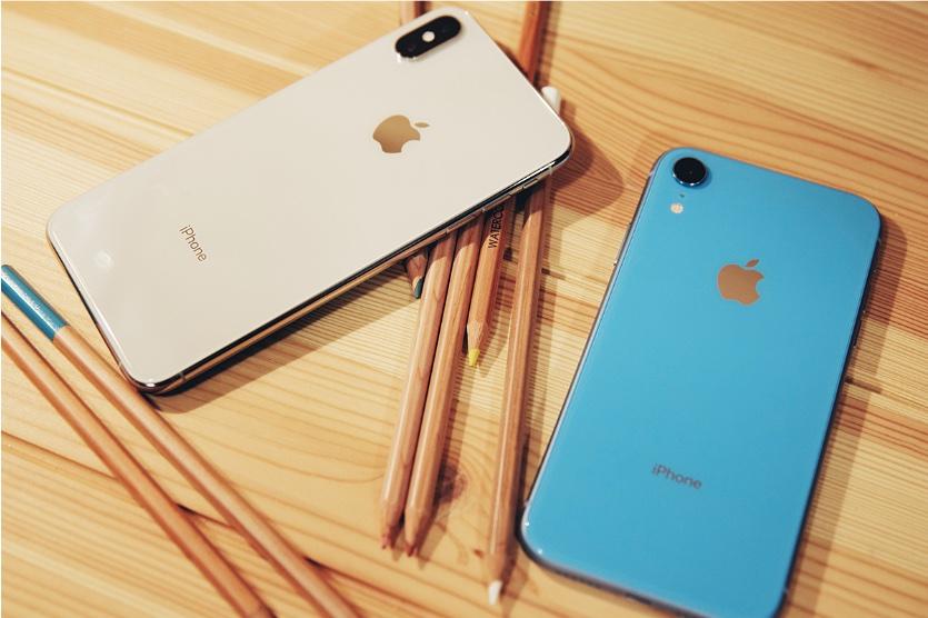 Продажи iPhone рекордно упали за два года