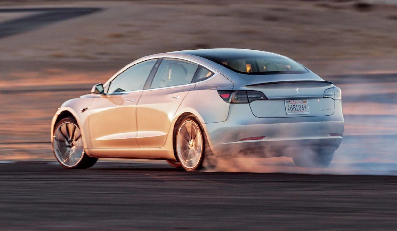 Начались продажи самой дешёвой Tesla Model 3