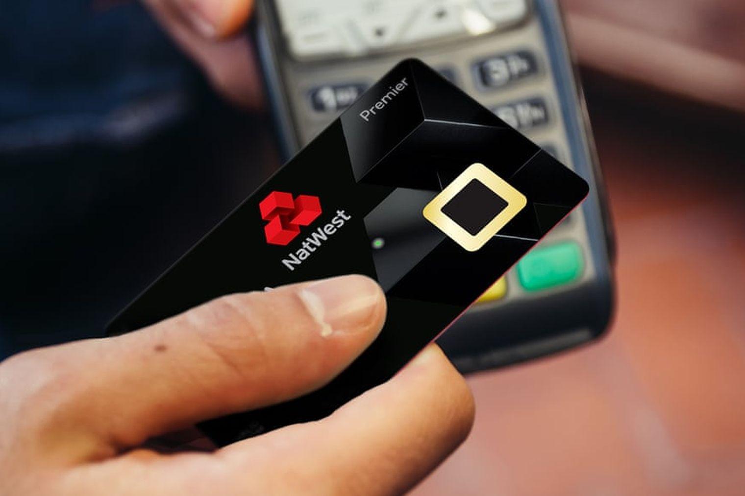 Первые банковские карты со сканером отпечатков пальцев уже тестируют