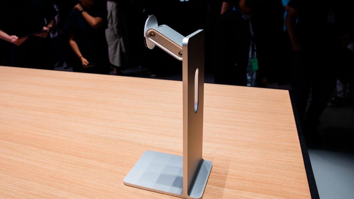 MSI затроллила подставку для монитора Apple за $1000