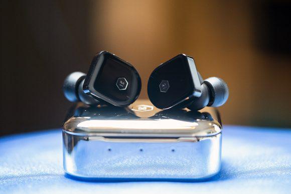 Тяжёлый люкс среди затычек: слушаю топовые Master & Dynamic MW07