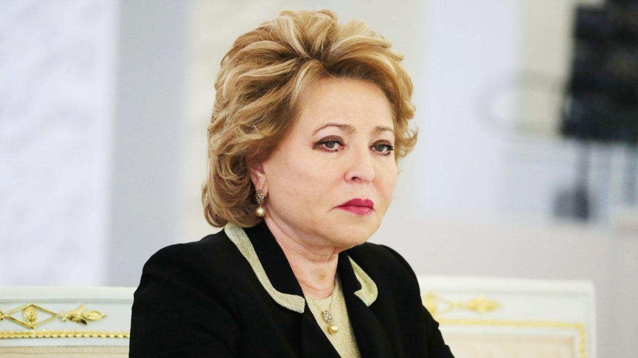 Валентина Матвиенко предложила запретить смартфоны в школах