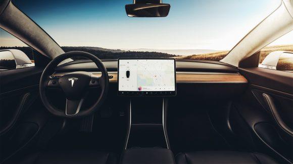 Apple наняла вице-президента Tesla по проектированию салонов автомобилей