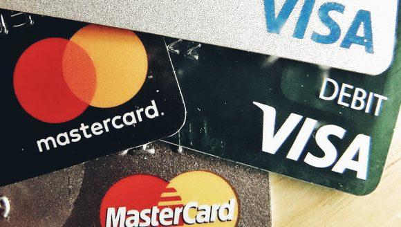 В России могут исчезнуть банковские карты Visa и MasterCard