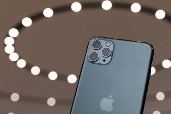 В iPhone 11 есть реверсивная зарядка, но Apple ее отключила