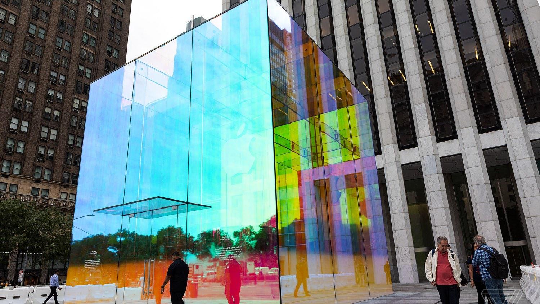 Apple Store в Нью-Йорке случайно стал ослепительно красивым