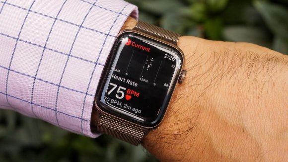 Кардиолог подал в суд на Apple за функцию определения сердечных заболеваний в Apple Watch