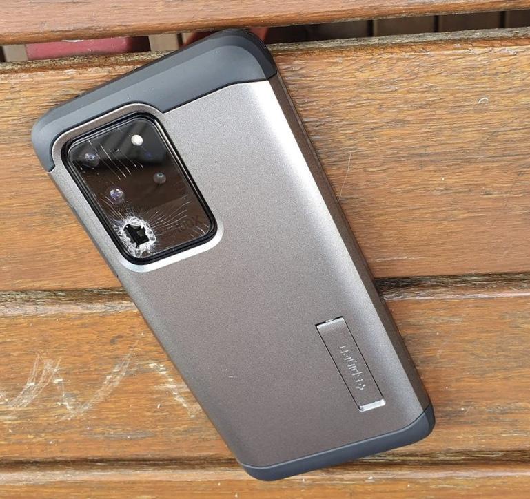Найдена странная проблема Samsung Galaxy S20: камера лопается сама по себе