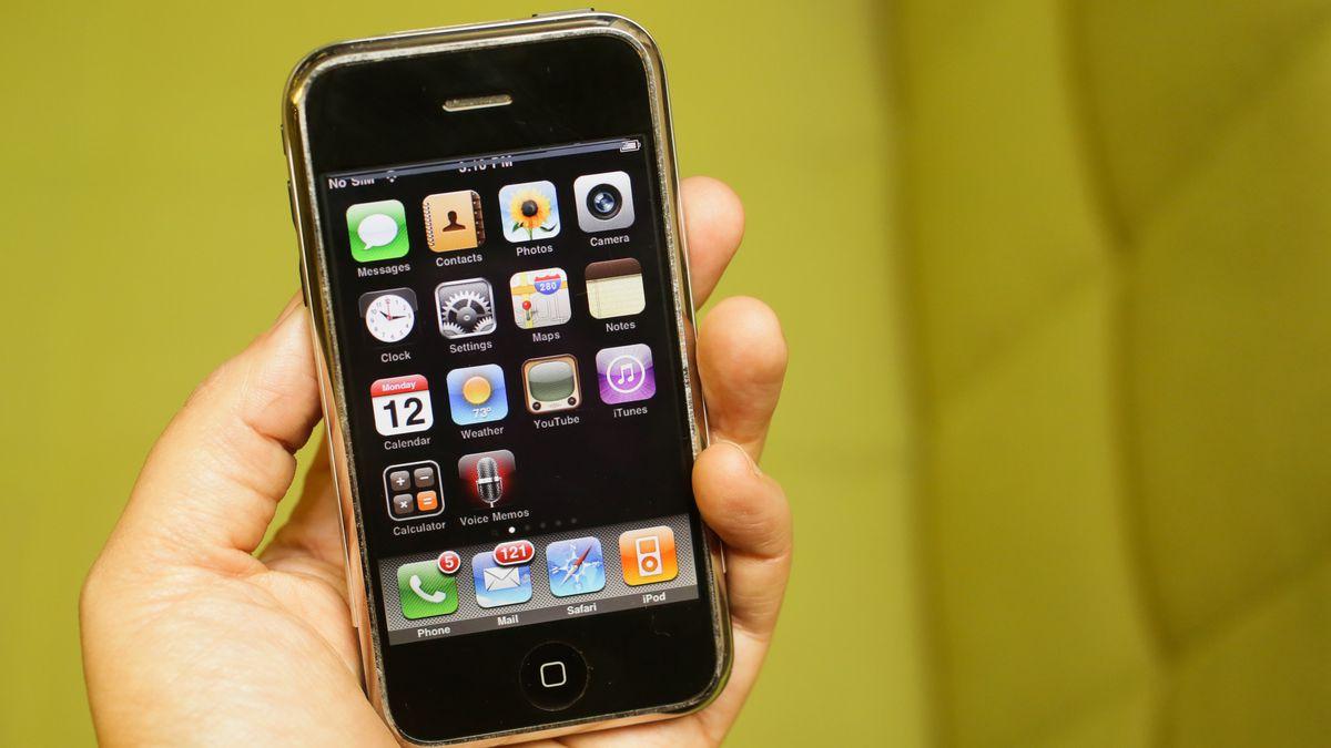 13 лет назад стартовали продажи революционного первого iPhone