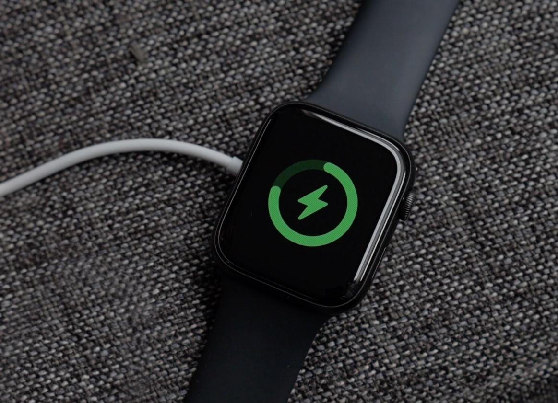 Владельцы Apple Watch Series 5 жалуются на произвольное отключение часов