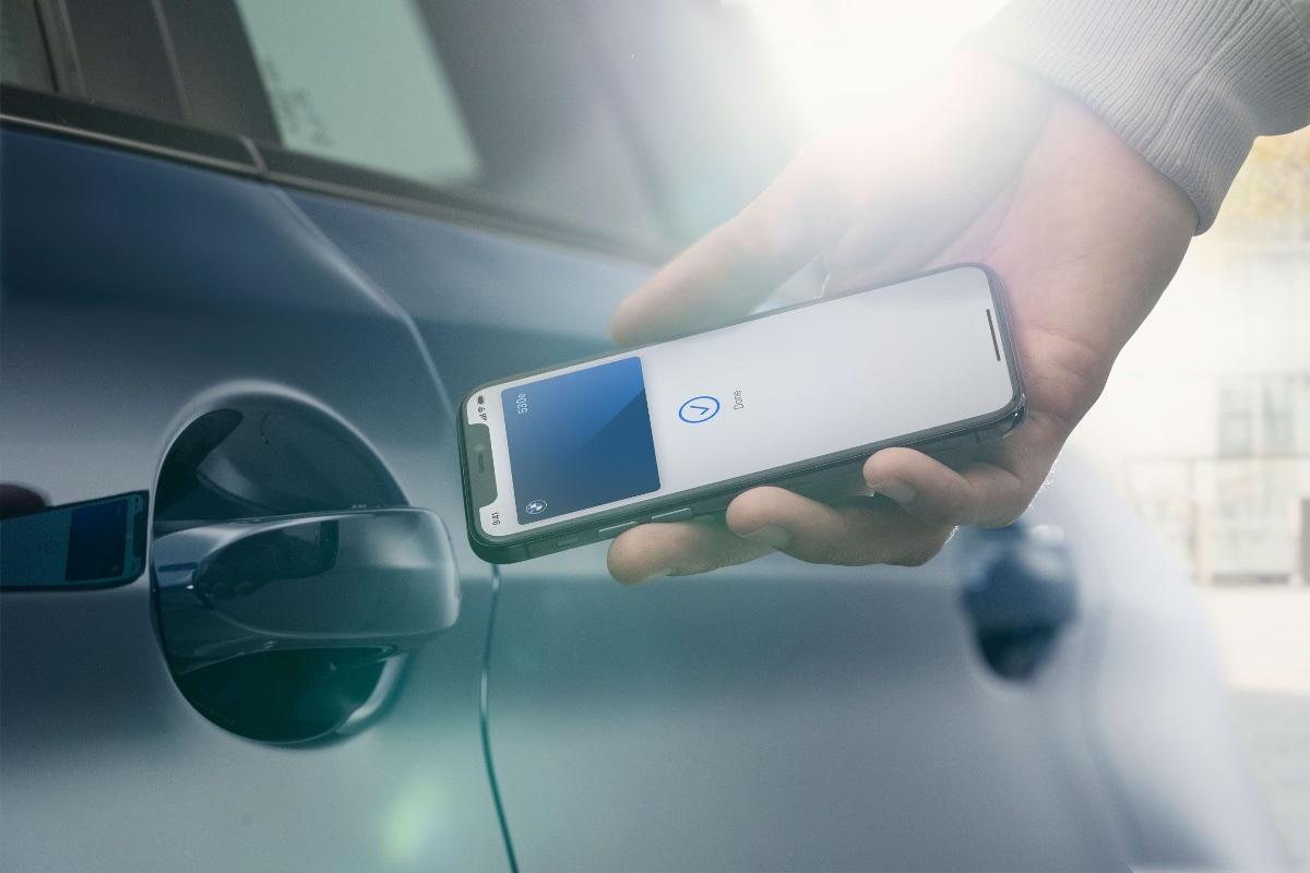BMW назвала 13 моделей, которые можно будет открыть с iPhone