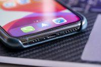 В некоторых портах зарядки iPhone затаился неприятный сюрприз. Нужна зубочистка