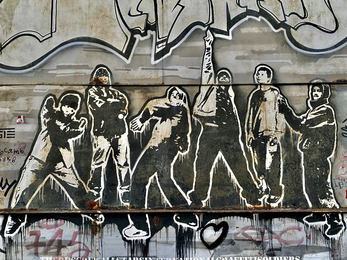 Снял граффити Москвы, которые не успели закрасить. Сочно!
