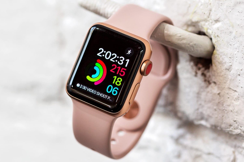 Владельцы Apple Watch Series 3 жалуются на баги watchOS 7. Например, внезапные перезагрузки