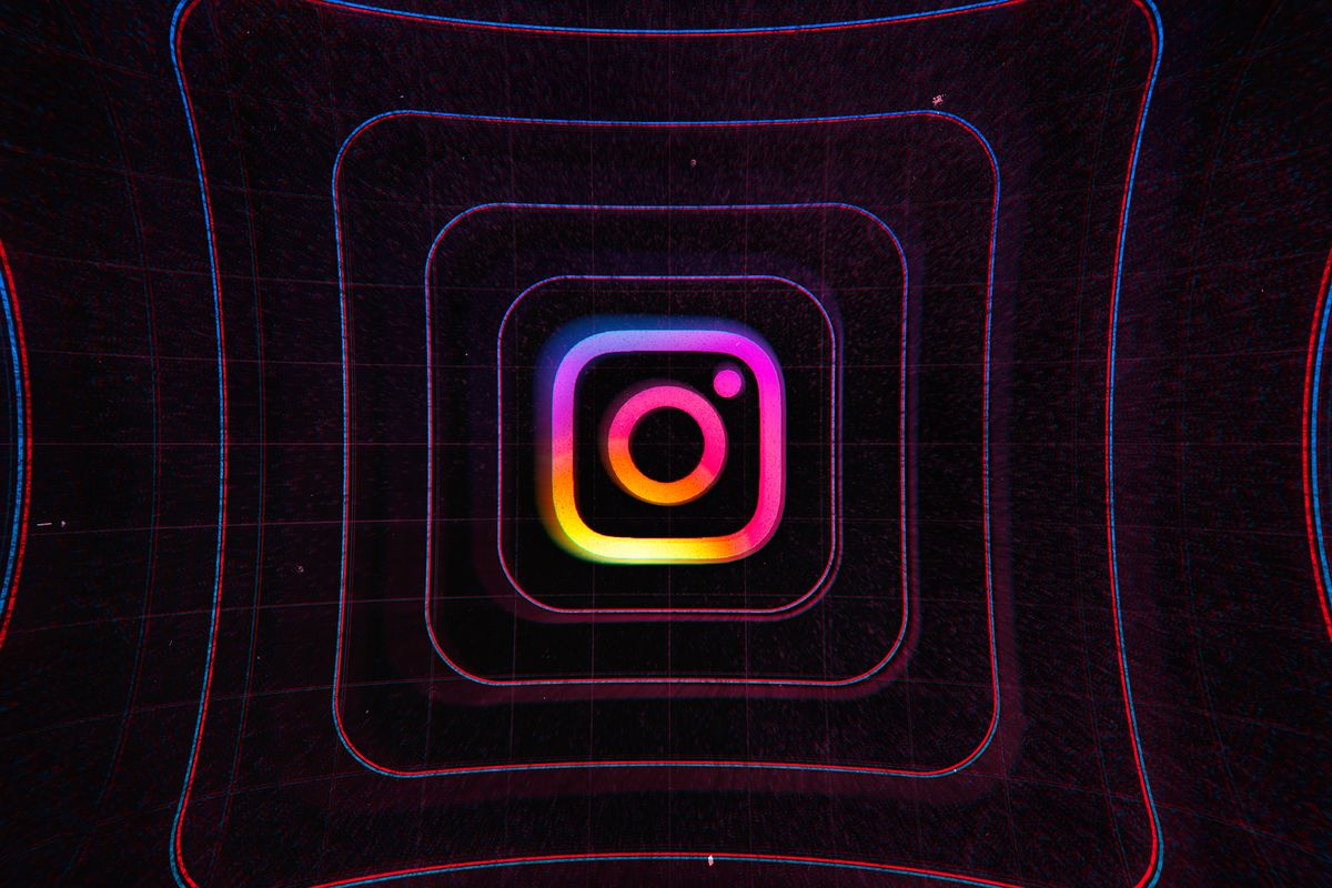 Instagram обвинили в слежкечерез камеру смартфона, на Facebook уже подали в суд