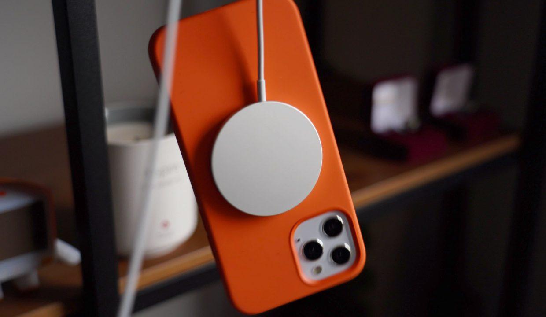 MagSafe заряжает iPhone в два раза медленнее, чем проводной блок на 20 ватт